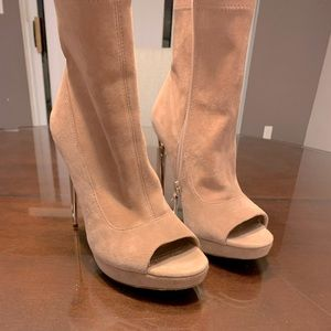 BCBGmaxazria ankle booties, blush pink: Size 6